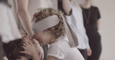 6 Blindfolded Children Were Asked To Find Their Mother, The Result Is Heartwarming