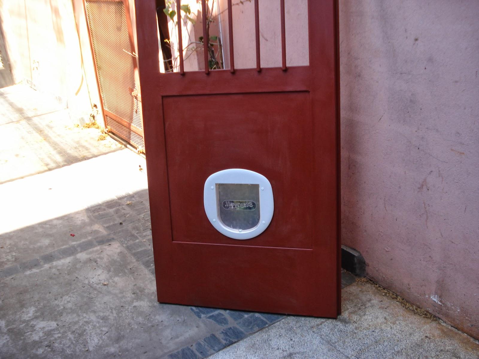 Herreria de obra lo de olea puerta para patio con acceso para perros y o gatos - Puerta vaiven para perros ...