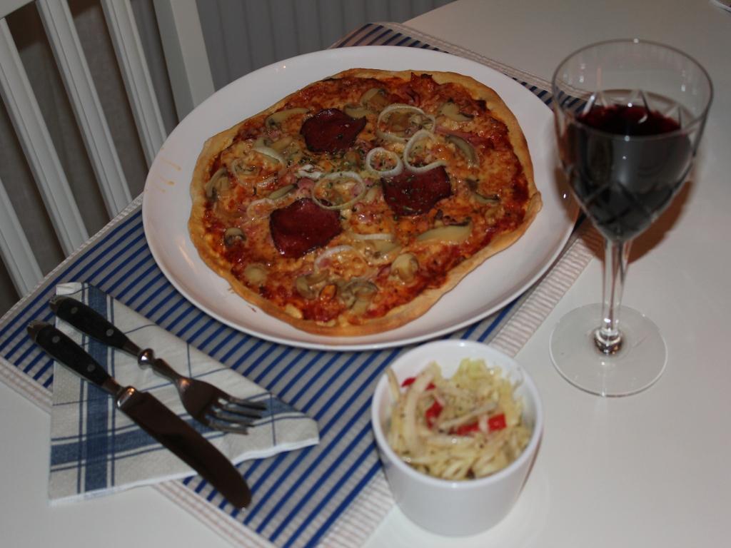 marie mar ng lugn l rdag med hemgjord pizza. Black Bedroom Furniture Sets. Home Design Ideas