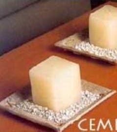 http://manualidadesreciclables.com/14843/recipientes-de-cemento-para-decorar