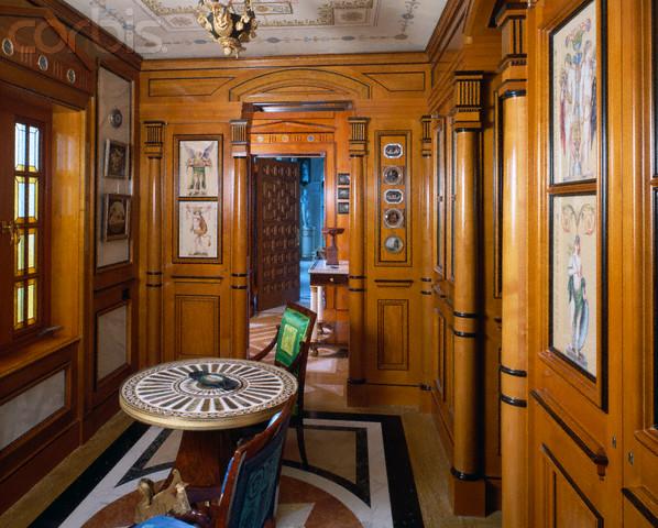 the devoted classicist: versace's casa casuarina - Bubble Sofa Von Versace