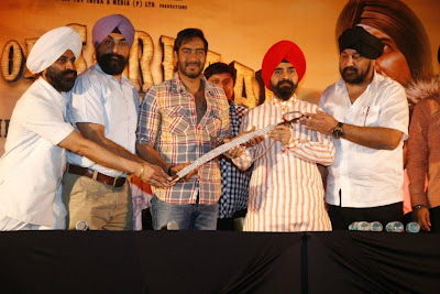 Mr.Sapra from Punjabi Cultural Heritage Board presents Ajay Devgn with a kirpaan