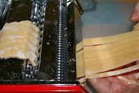 http://godtsuntogbillig.blogspot.fr/2013/10/hjemmelaget-pasta.html