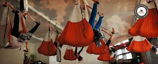 Primer Curso de Porfesores de AeroYoga de Europa, aeropilates pilates aereo, y Yoga Swing, Beneficios, AeroYoga® (Yoga Aéreo© ) International, Asociacion Inter. Nacional de Aero Yoga, AeroYoga®  Yoga Aéreo© .es un método artístico de crecimiento personal creado y registrado internacionalmente por el español Rafael Martinez que utiliza la suspensión y la ingravidez como plataforma para fomentar creatividad, desbloqueo, tonicidad, definición muscular y rejuvenecimiento. Este método está creciendo en Europa y América desde hace años y se imparte en Latinoamérica y Europa desde el 2009. Se trata de algo más que fitness, yoga o pilates en un columpio.  Esta técnica puede ayudar a aumentar la calidad de vida gracias a que desarrolla cualitativamente no sólo las capacidades físicas sino también las mentales y emocionales, pudiendo aumentar agilidad, memoria y autoestima.