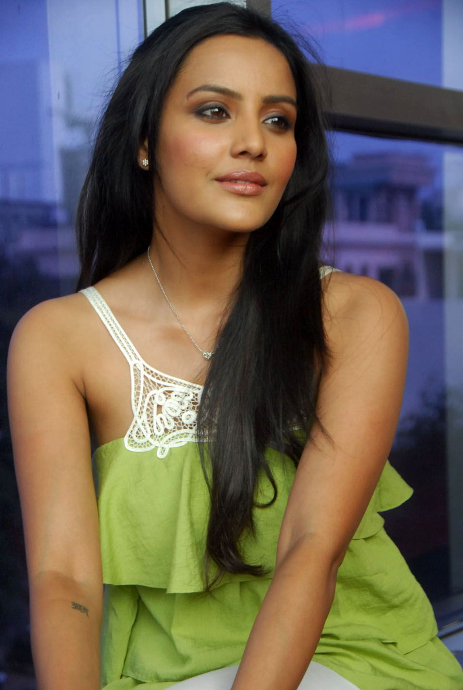 http://4.bp.blogspot.com/-pGbIFu_tWKs/ThAOmW0WP8I/AAAAAAAAbuY/g4KUsQuM3II/s1600/telugu+actress+priya+anand+5.jpg