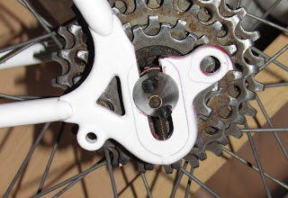 Detalle vástago de ajuste de las ruedas