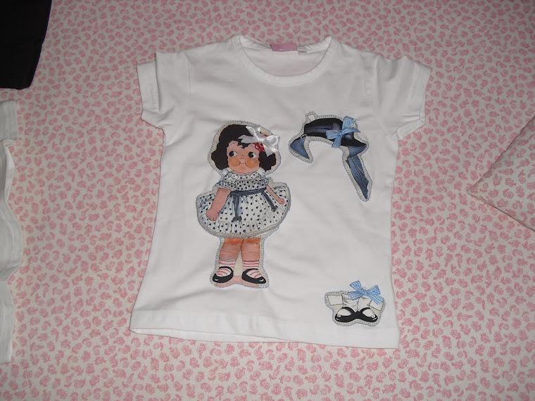 Más camisetas con recortables. Mi favorita!
