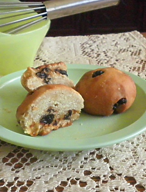 mini raisin bun