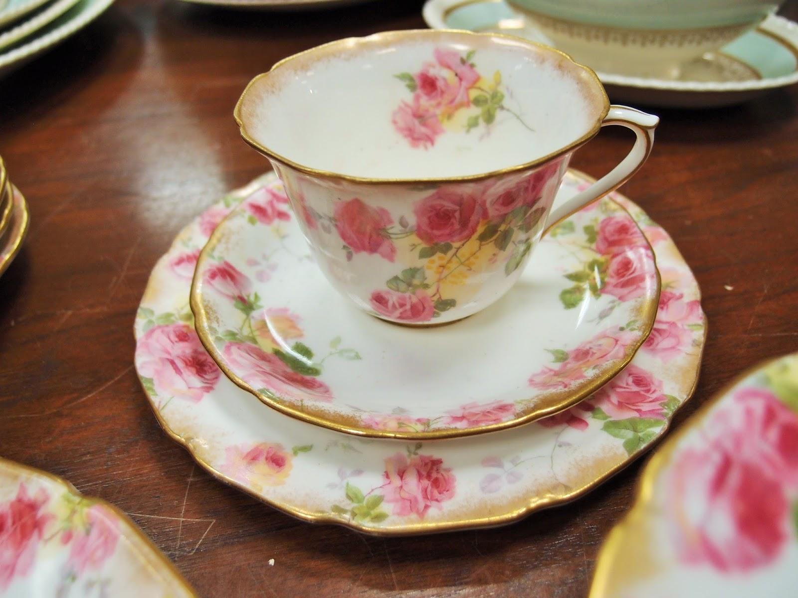 Porcellane antiche con romantiche rose inglesi antichità bellini
