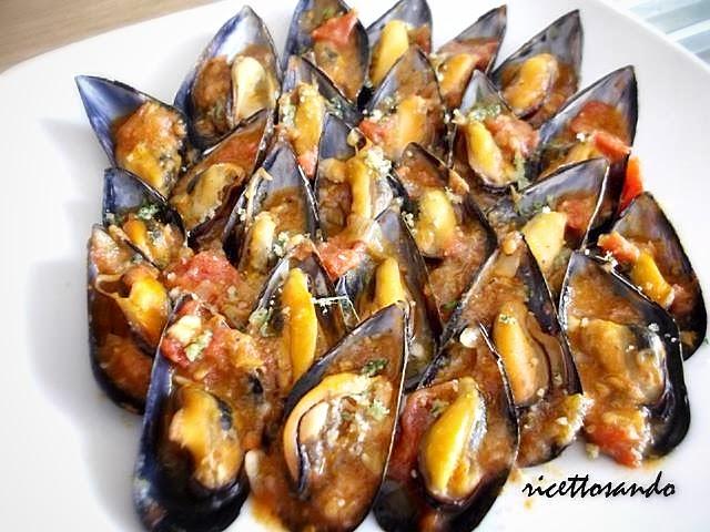 Cozze ripiene al sugo alla Vastese ricetta secondi piatti di pesce