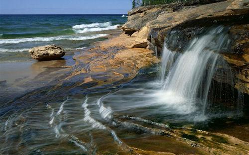 Cascadas en las rocas - Stone waterfall (1920x1200)