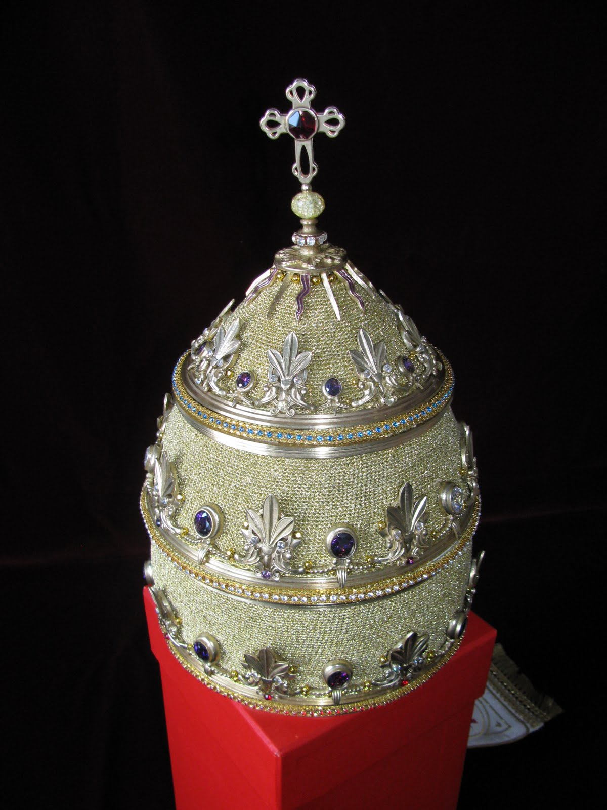 Orbis Catholicus Secundus: The New Papal Tiara