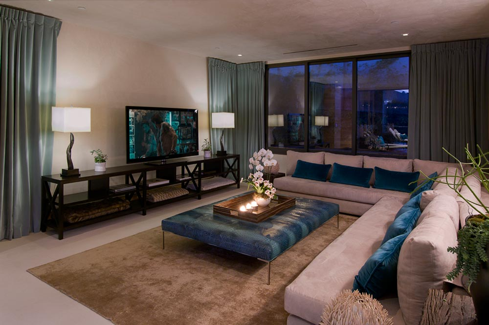 World of architecture luxury modern villa on the blue jay for The family room los angeles