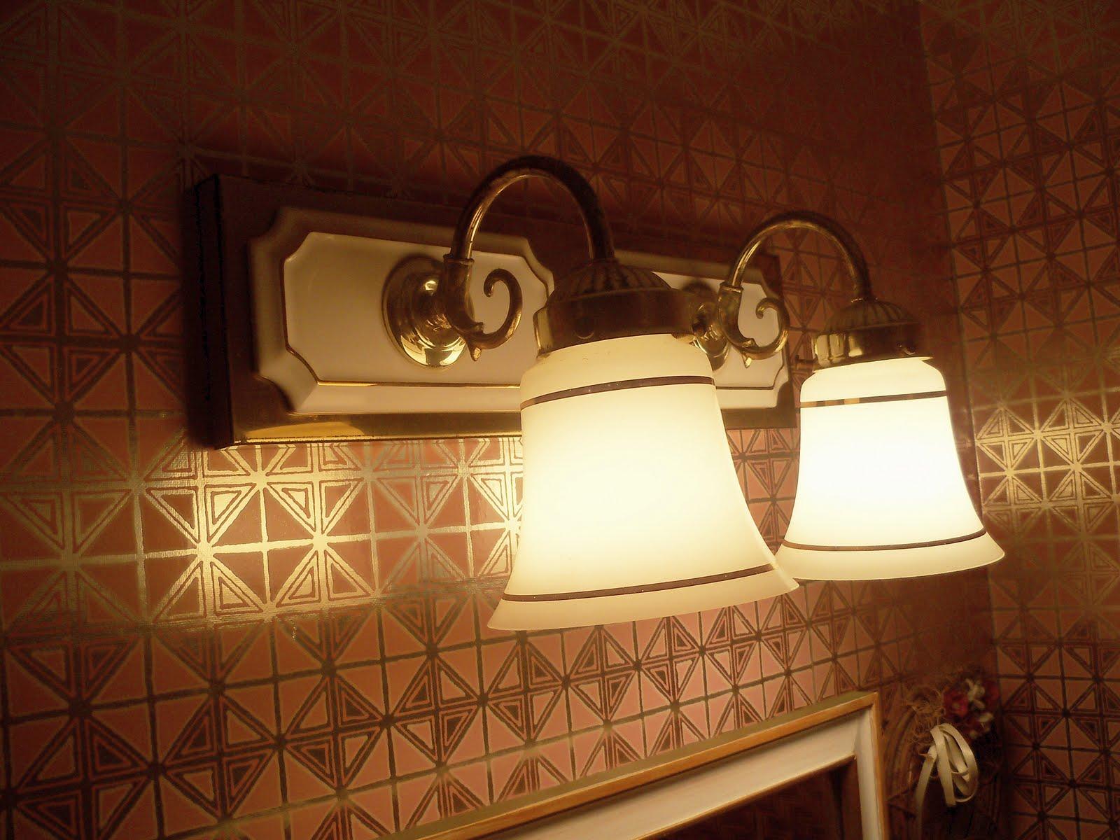 A Hollywood Regency Era Bathroom