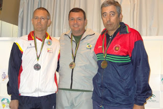 Julio Almeida recebendo uma de suas medalhas de ouro no Ibero-Americano de Tiro Esportivo 2012