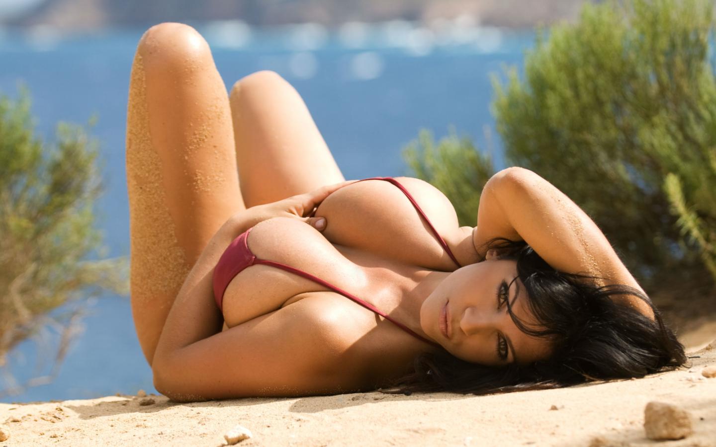 http://4.bp.blogspot.com/-pHk7Cab1X50/TeRinSLB4TI/AAAAAAAAAPQ/vna095OcM08/s1600/a+Fashion+Beach+Girls+Wallpaper-05.jpg