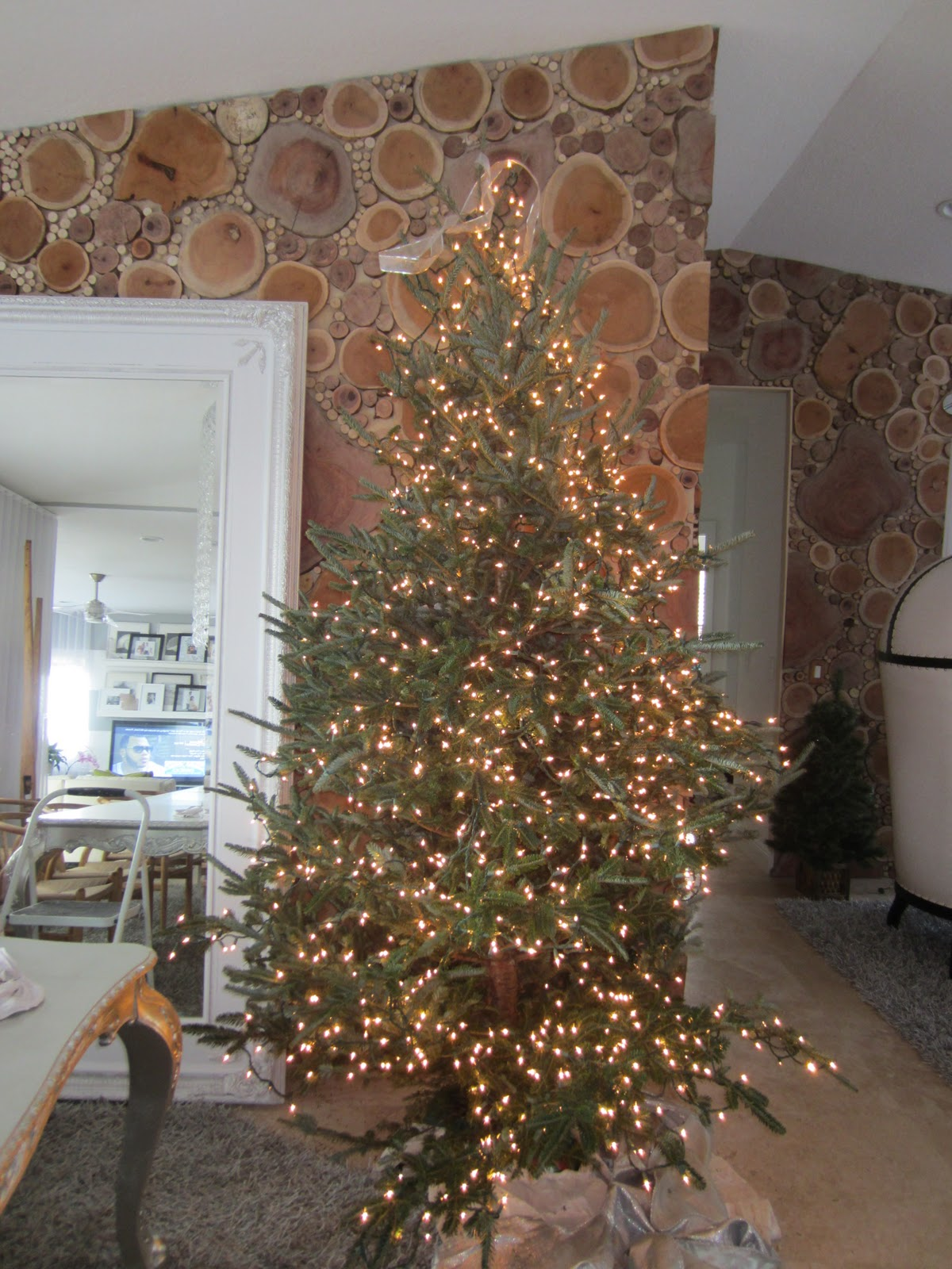 how to decorate a designer christmas treeon a budget - Designer Christmas Tree