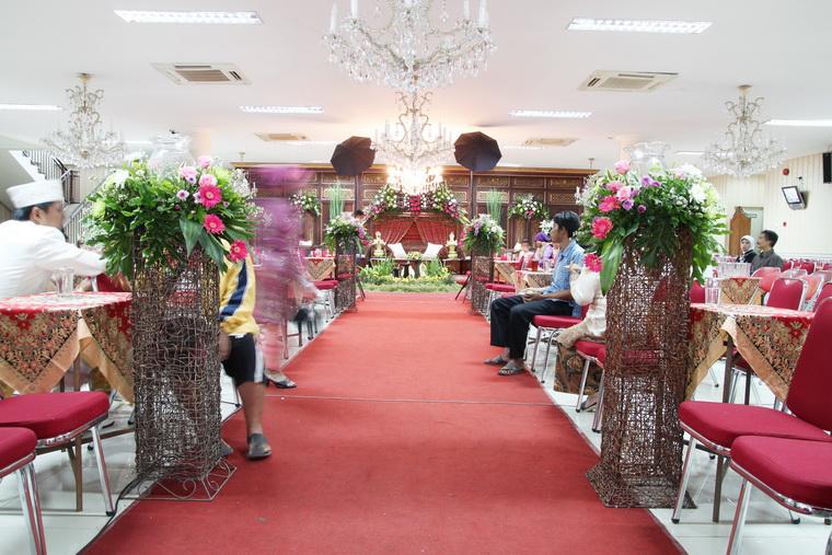 untuk mengadakan resepsi pernikahan yang kapasitasnya sekitar 400 tamu