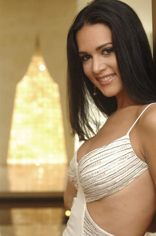 Hollywood hot actresses in bikini wallpapers images photos pictures