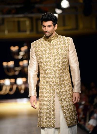 Alia Bhat and Aditya Rao kapoor walk the ramp for Manish Malhotra at India Couture Week