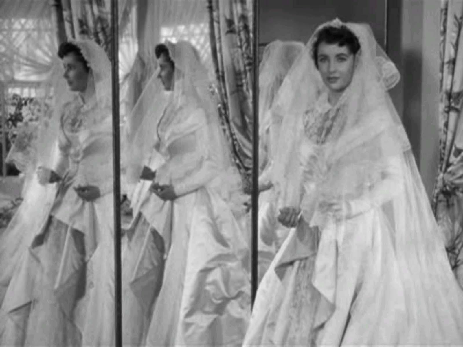 http://4.bp.blogspot.com/-pILQ1tqzeR0/TYuC-hTgCpI/AAAAAAAABS8/mbX_IqHLnbU/s1600/fotb-mirror-dresses.jpg
