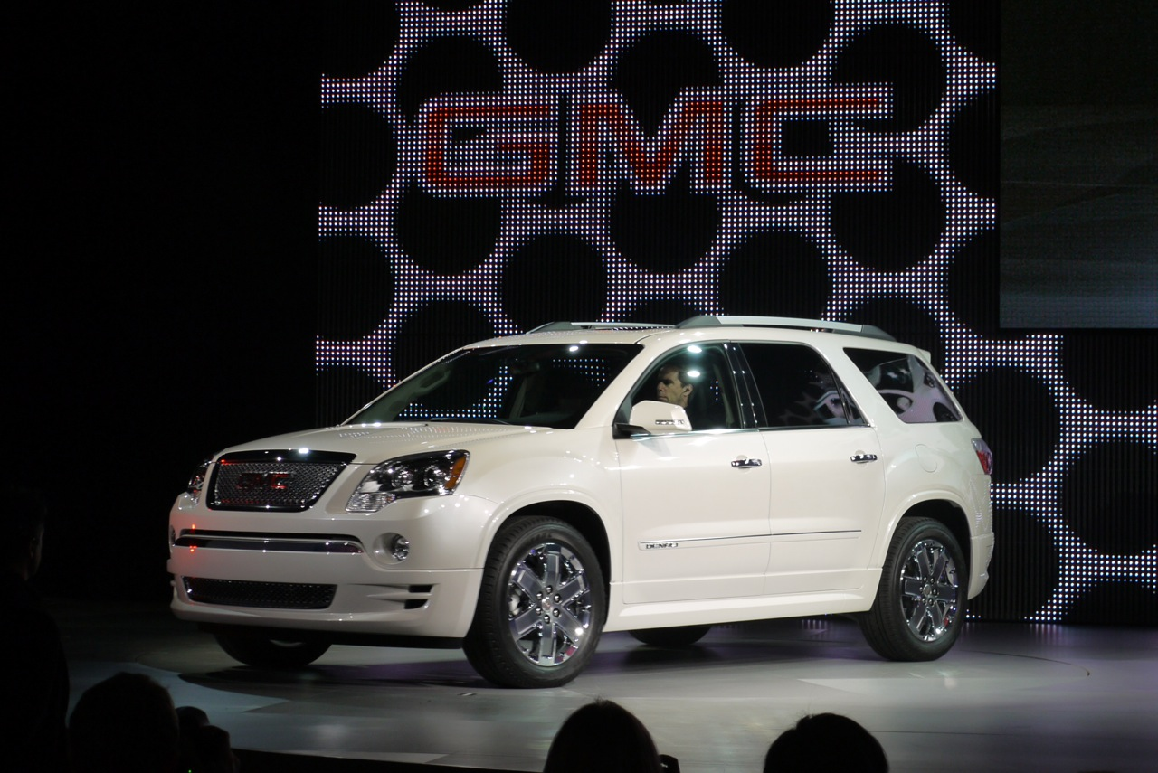 2011 GMC Acadia Denali, 'Crossover to Save Fuel and Luxury amenities ...