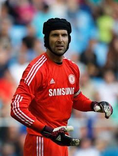 Petr Cech com a camisa do Chelsea