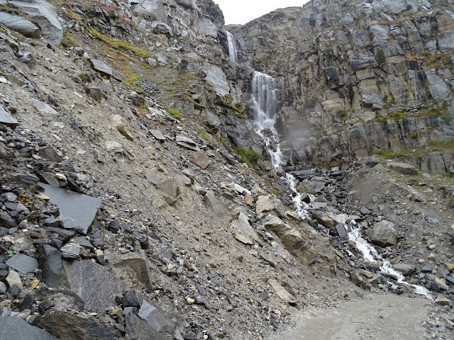 Waterfall on Manali Kunzum Road