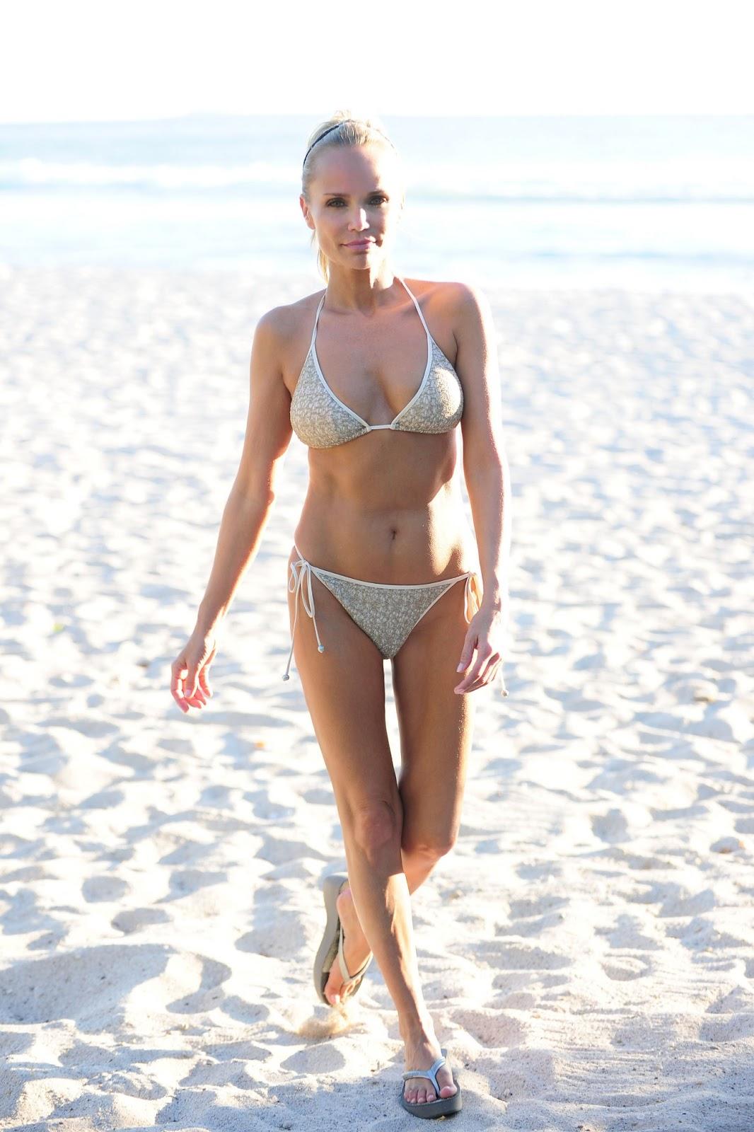 Kristin chenoweth en bikini