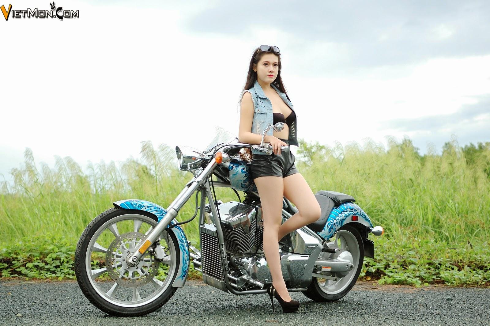 Hinh girx xinh sexy bên môtô cực khủng
