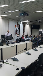 Imagem do Dr. Leonardo Magalhaes em palestra