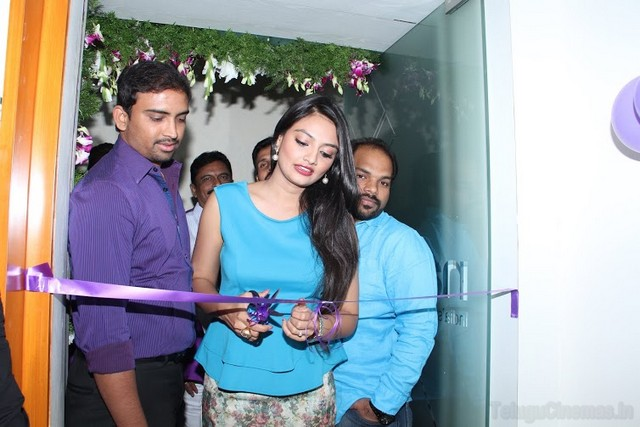 Naturals salon was launched by Nikitha Narayan,Hot Nikitha Narayana photos at Naturals spa launch