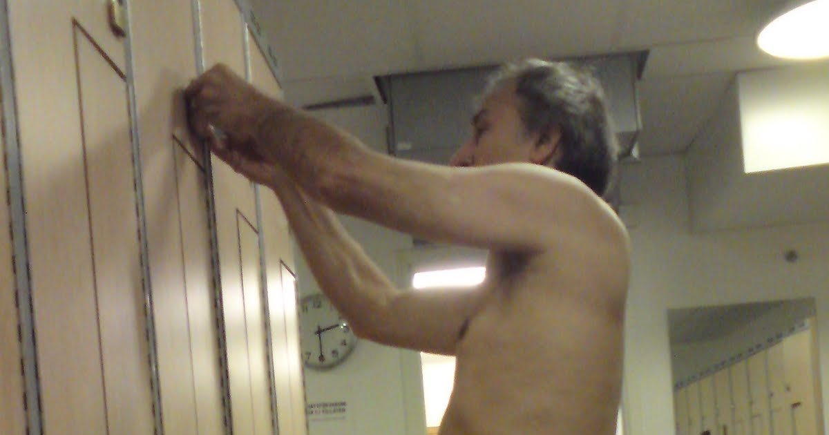 Spy Cam Guys: Meanwhile in the lockerroom...