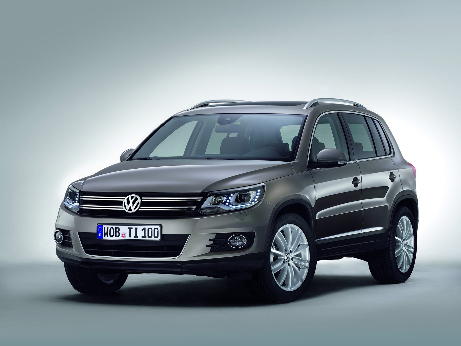 2012 volkswagen tiguan car desktop wallpapers auto trends magazine. Black Bedroom Furniture Sets. Home Design Ideas