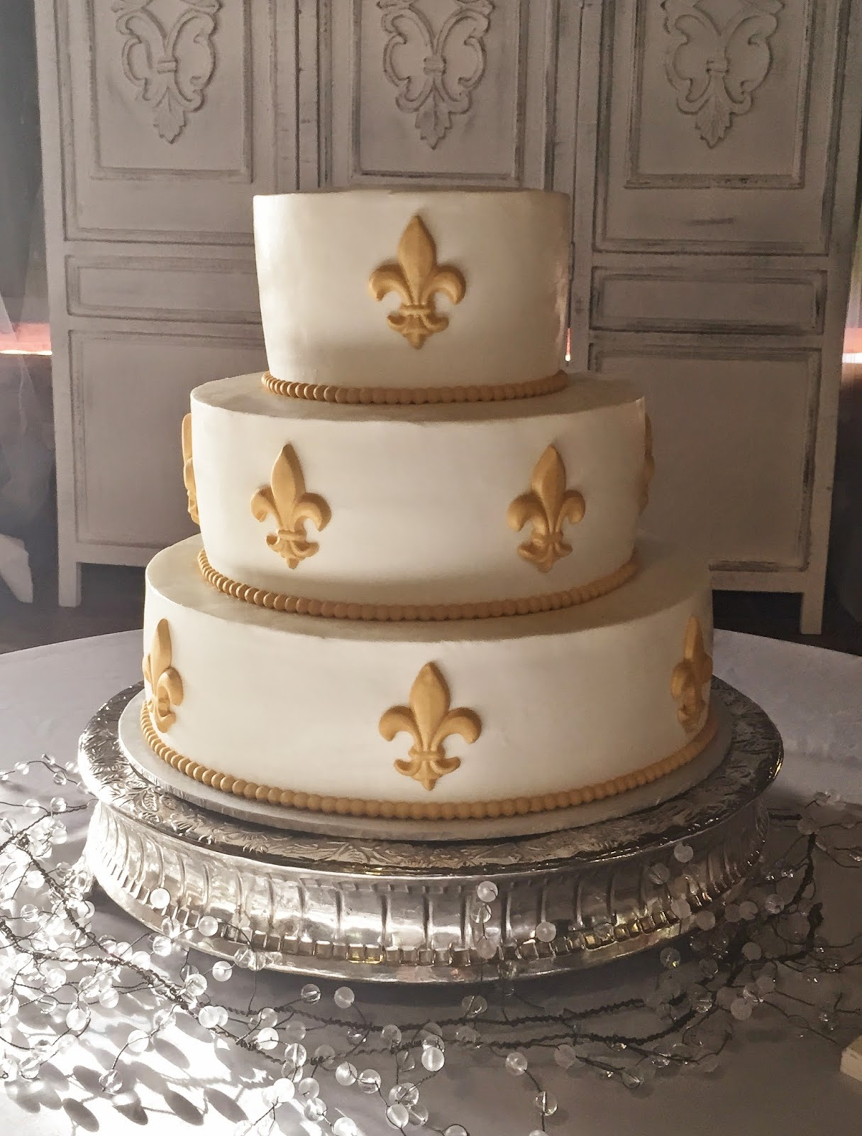Cakes by Mindy: Gold Fleur de Lis Wedding Game 8\