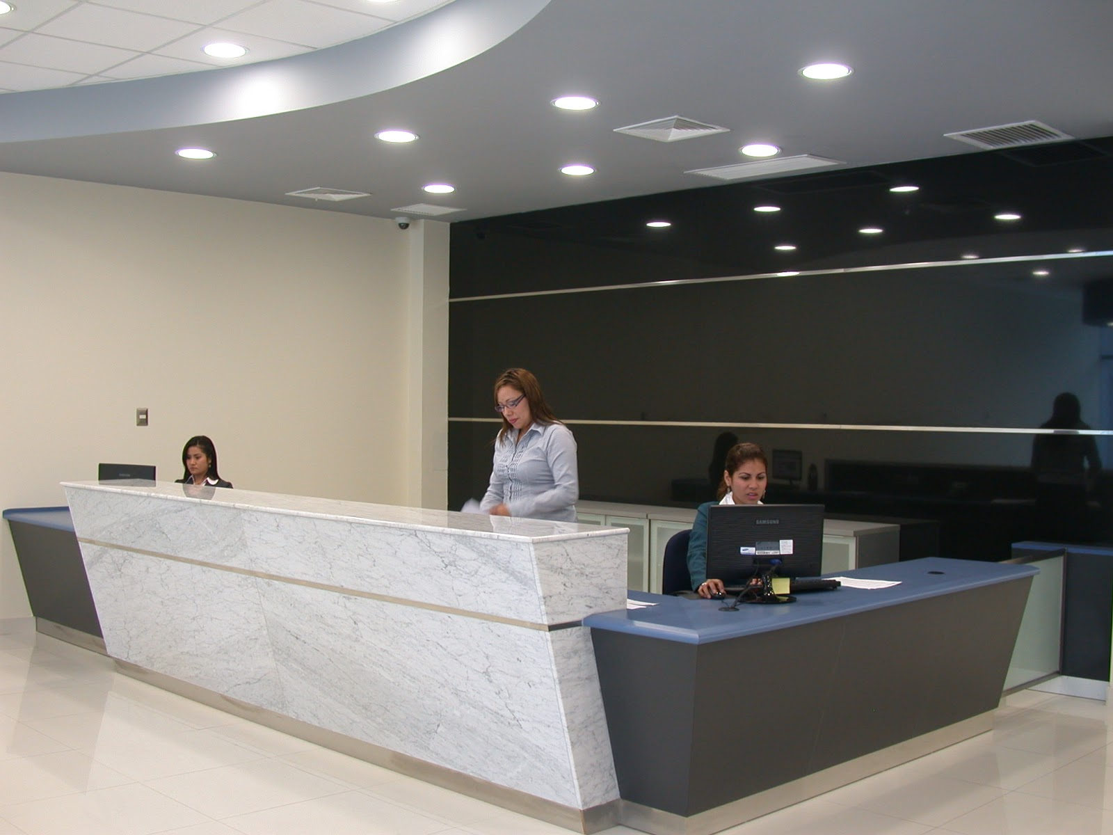 Oniria mobiliario corporativo for Mobiliario recepcion oficina