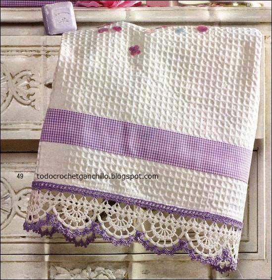 Puntilla tejida al crochet blanca y lila