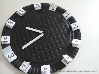 Relógio marcando 10 horas e 40 minutos