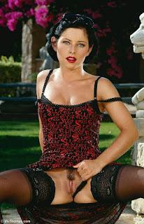 hot chicks - rs-VivThomas_Vera---brunette-in-a-red-dress_Vera-A_by_Viv-Thomas_high_0007-750450.jpg
