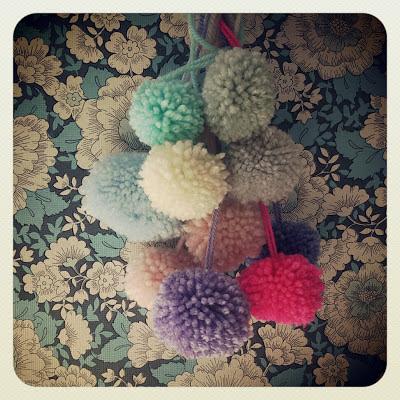 ByHaafner, pompons, pastel, vintage wallpaper, blue flowers