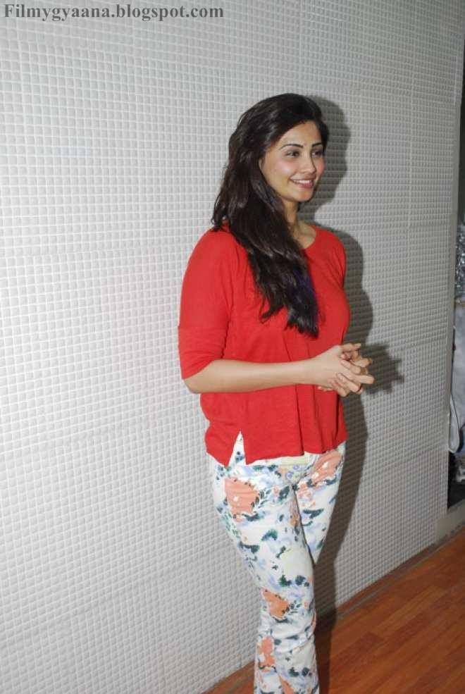 Daisy Shah definitely doesn't want you to see these 9 pictures