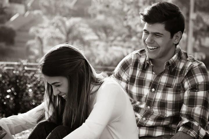 Sorria pelo simples fato de Deus estar ao seu lado. Imagine que Ele está te abraçando... Não há pro