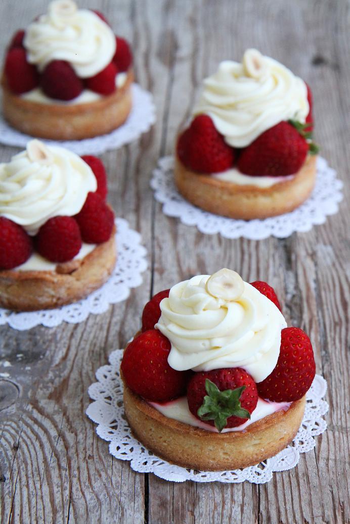 Gourmet baking lemon tart with white chocolate cream and for White chocolate and strawberry tart