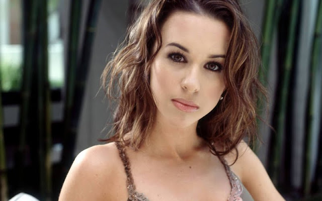 Lacey Chabert have a beautiful face