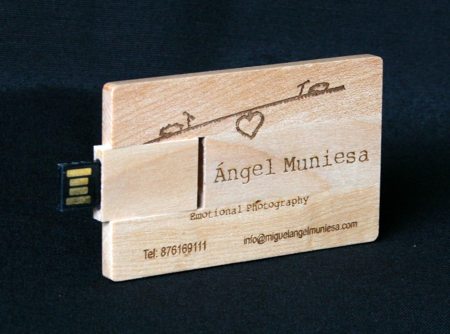 Pendrive Card en madera 2
