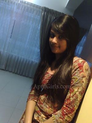 Bangladeshi Hot Girls Romantic Pictures2
