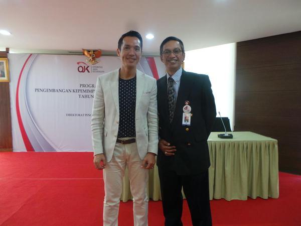 Erwin Parengkuan dengan Hernawan B.Sasongko di OJK Institute