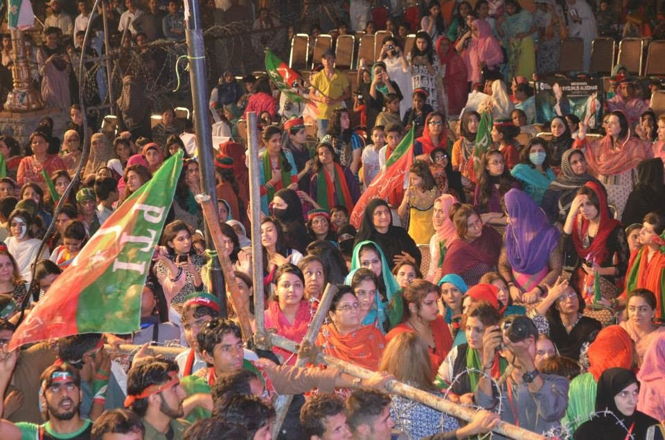 hot girls at azadi march, pti girls, azadi march, azadi square,