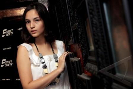 Chelsea Islan : Gadis Cantik di Sitkom Tetangga Masa Gitu