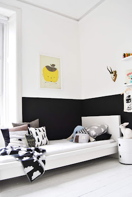 Minimalist Bedroom Decorating Ideas For Boys Black and white